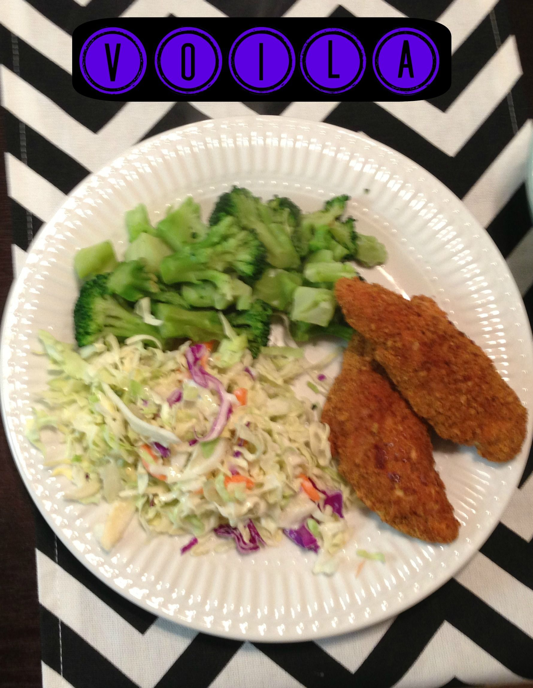 HEALTHY chicken tenders! Made with crushed up Fiber One cereal. Sooo making these!