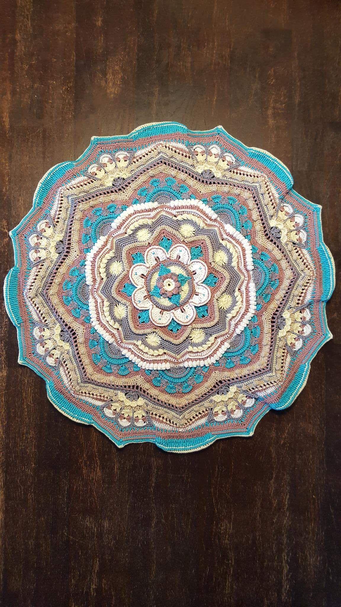 Pin de Carolynn Dowlen en Mandala Madness! | Pinterest