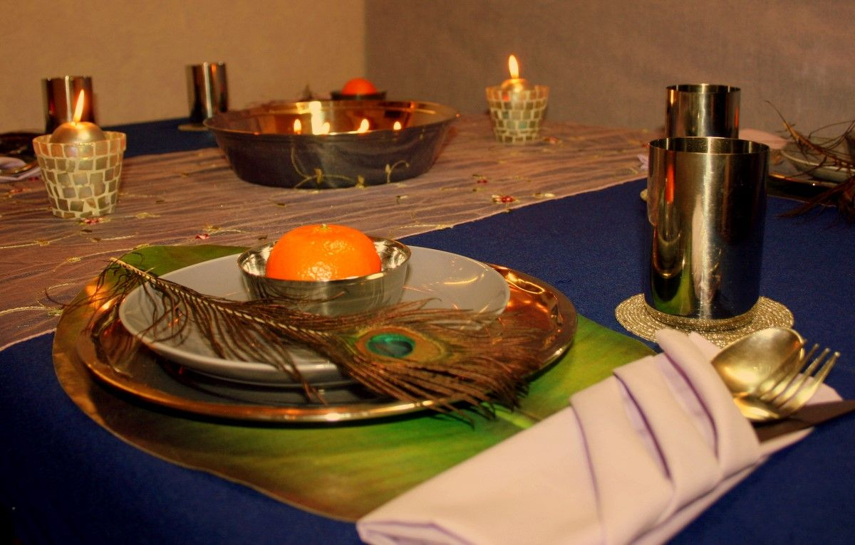 Oh I Just Love That Peacock Feather Table Decorations Table Diy Diwali Decorations