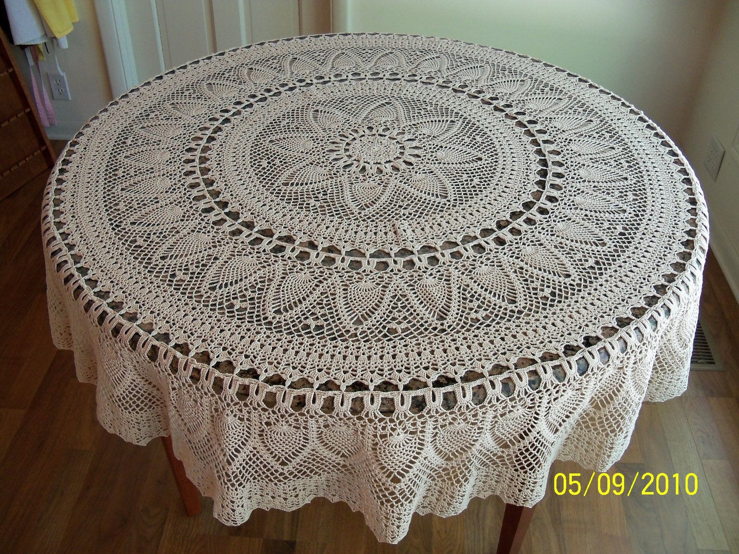 Crochet round tablecloth pattern starrkingschool pineapple tablecloth pattern 7650a chandeliers pendant lights bankloansurffo Choice Image
