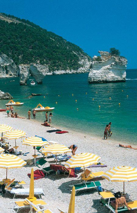 Mattinata la citt bianca del gargano viaggia in italia - Bagno marino archi santa cesarea ...