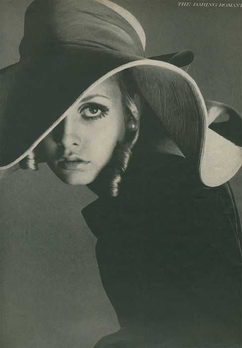 Twiggy - Vogue by Richard Avedon, August 1967