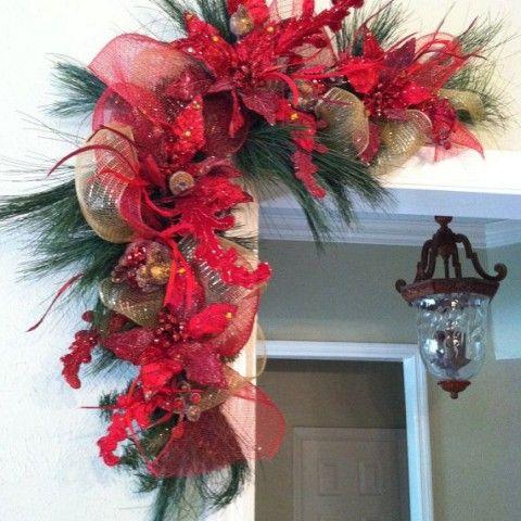 Ideas paso a paso para decorar la puerta para esta navidad for Arreglos navidenos para puertas