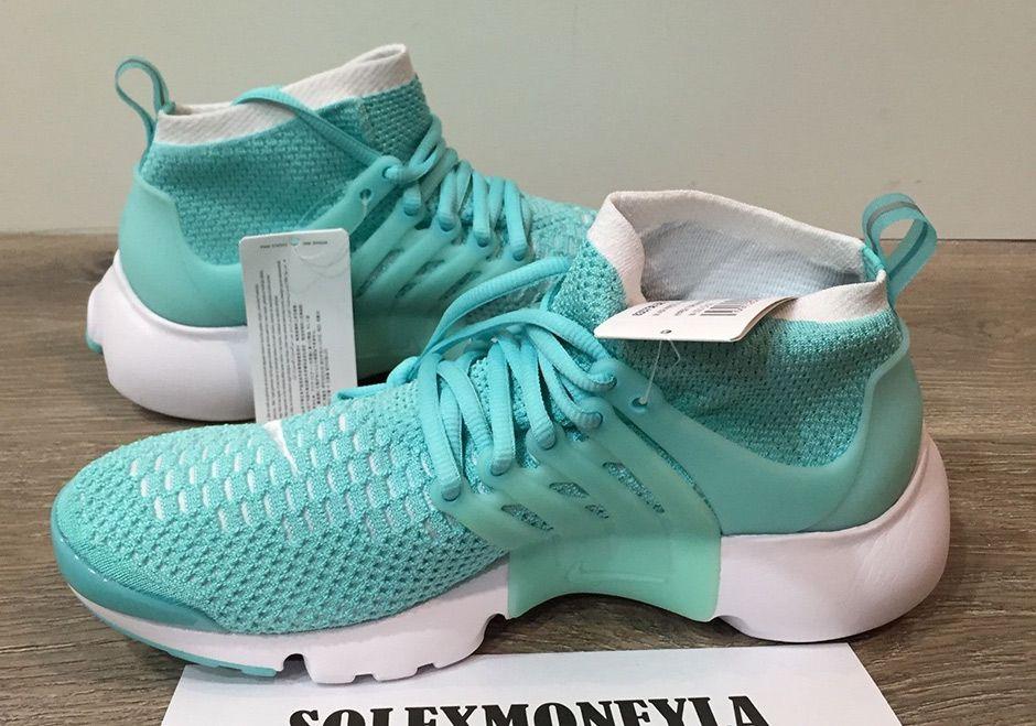 Dass das nicht schon früher passiert ist, grenzt an ein Wunder: Nike verpasst dem Air Presto, seines Zeichens Urahn der heutigen Leichtgewicht-Sneaker à la Nike Free, eine Flyknit-Behandlung.