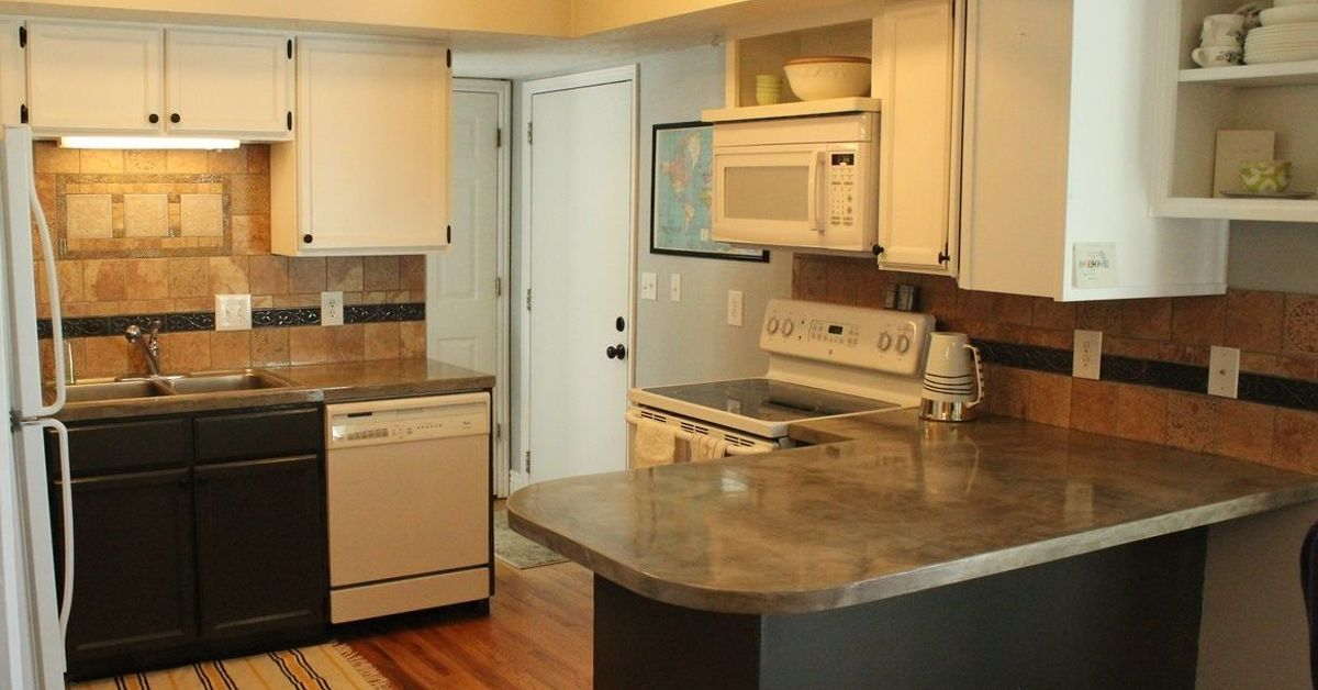Ready to get started on your own concrete kitchen countertop transformation? Here's how to make concrete countertops. Clean up existing kitchen countertops. San…