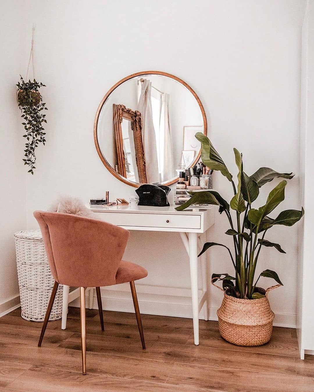 West Elm Australia On Instagram Forget Work Transform Your Mid Century Mini Desk Into A Vanity Instead In 2020 Mid Century Mini Desk Modern White Desk Home Decor