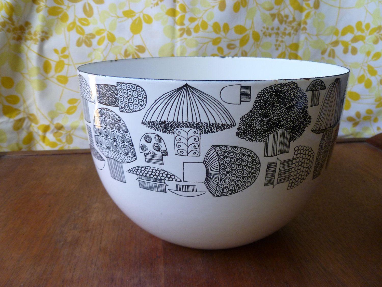 Vintage mushroom bowl found on Etsy. Fantastic illustrations!
