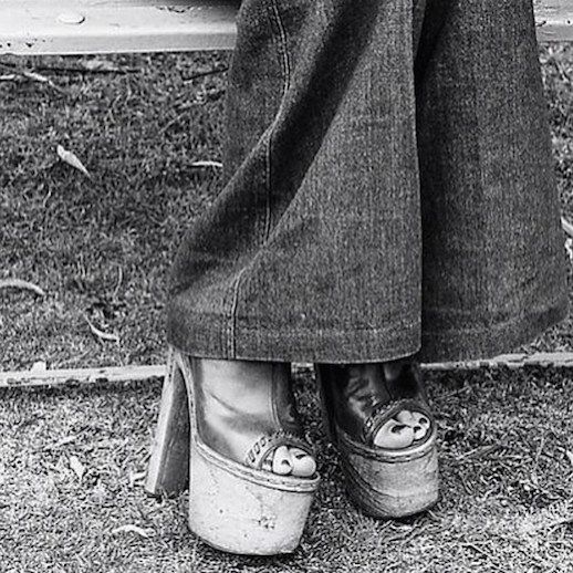 e9451662e7f 45 Incredible Street Style Shots From The  70s (Le Fashion ...