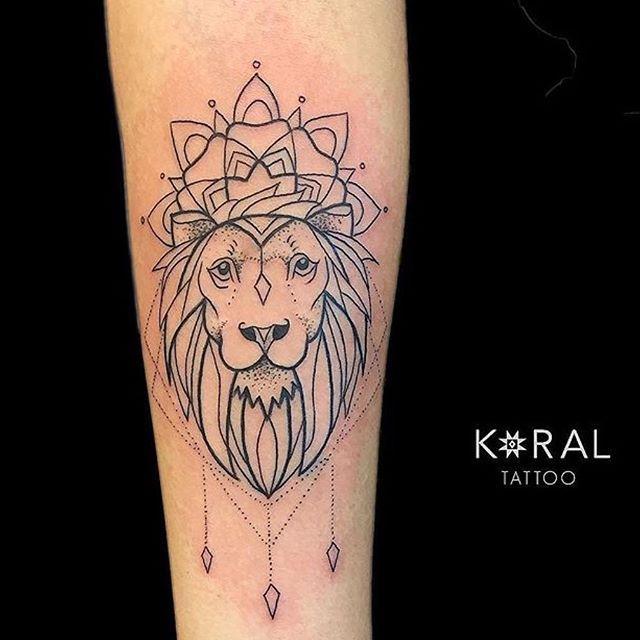 Custom Lion By Koral Koralladna Camdenpiercingandtattoostudio Camden Nw1 Tattoo London England Colourtat Tattoos Black And Grey Tattoos Colour Tattoo