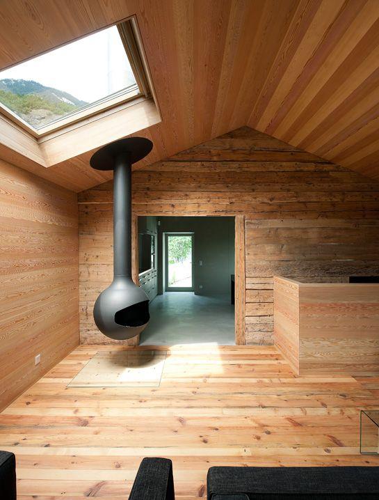 Gemütliches Wohnzimmer Aus Altholz Mit Kaminofen