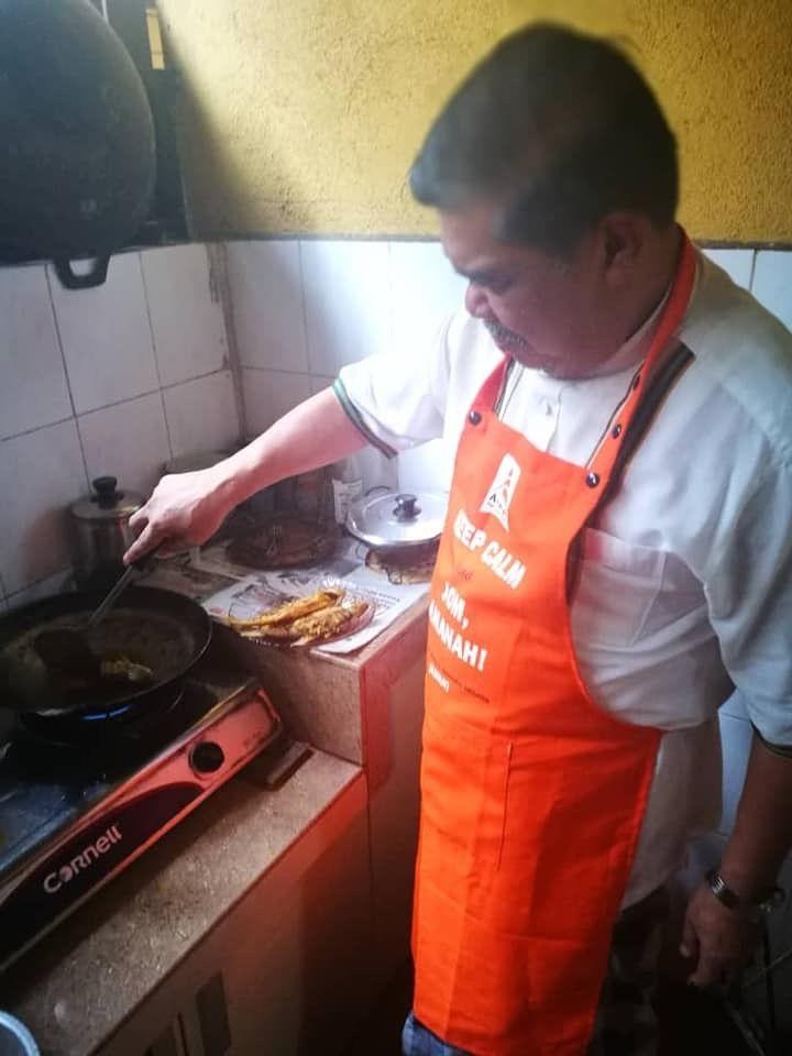 Mat Sabu Cooking
