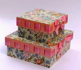 Caixa de Mdf grande 31x31x17 com tecido by Vanessa Guimaraes estamparia coleção Vivier.     Flores feitas na Sizzix.           Lindos teci...
