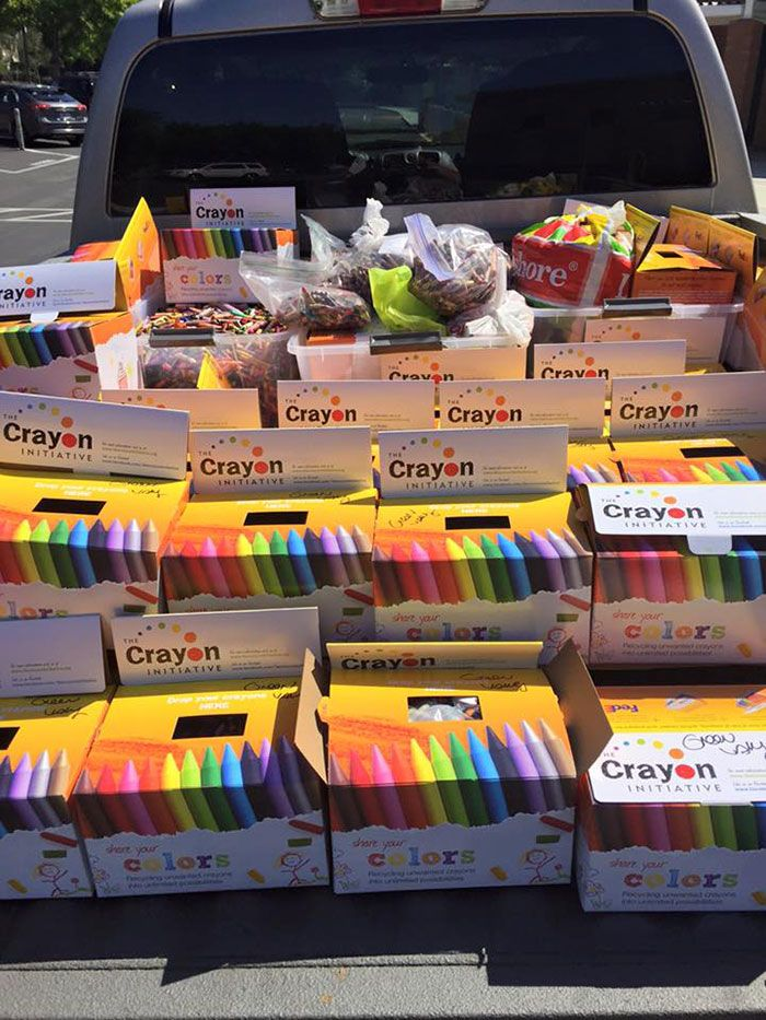 dad finds brilliant way to reuse leftover crayons from restaurants