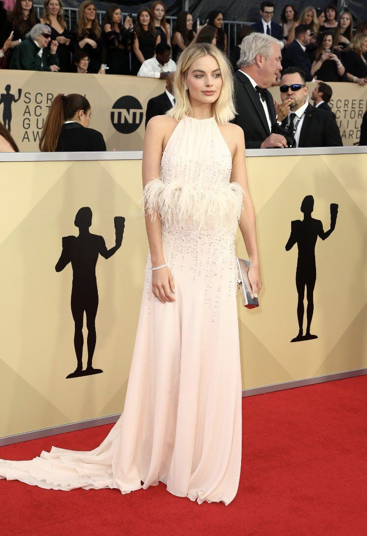 Margot Robbie attends the 24th Annual Screen Actors Guild