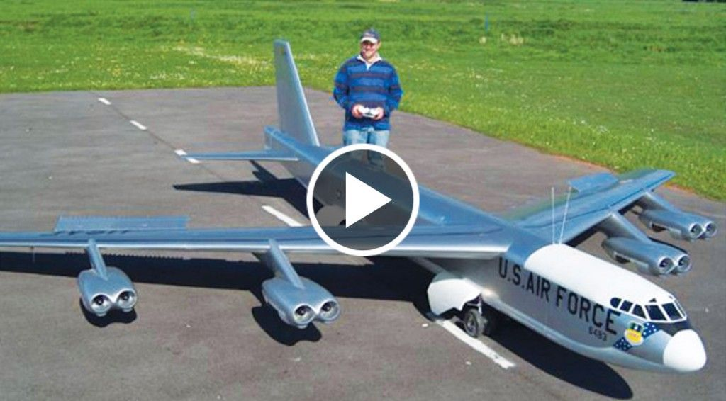 Maiden Flight Of Gigantic Rc B 52 But Now They Have To Land It Modellflugzeug Flugzeug Rc Modellflugzeug