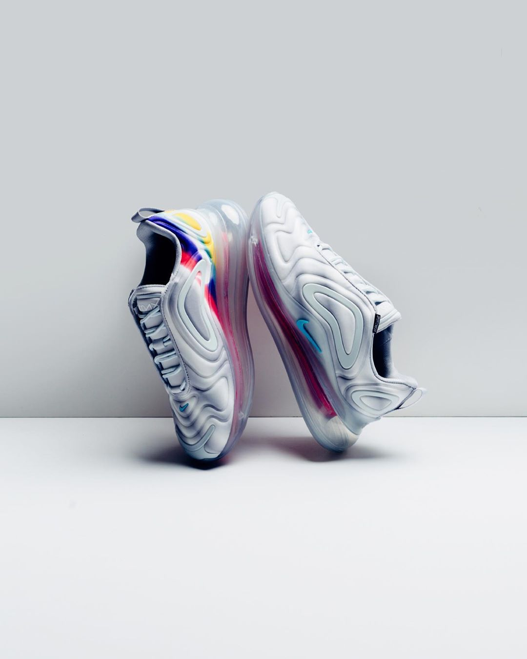 """Semicírculo gas Tendero  Nike Women's Air Max 720 """"Wolf Grey, Teal Nebula & Red Orbit"""" now available  at ...-#Nike #nikeairmax720 