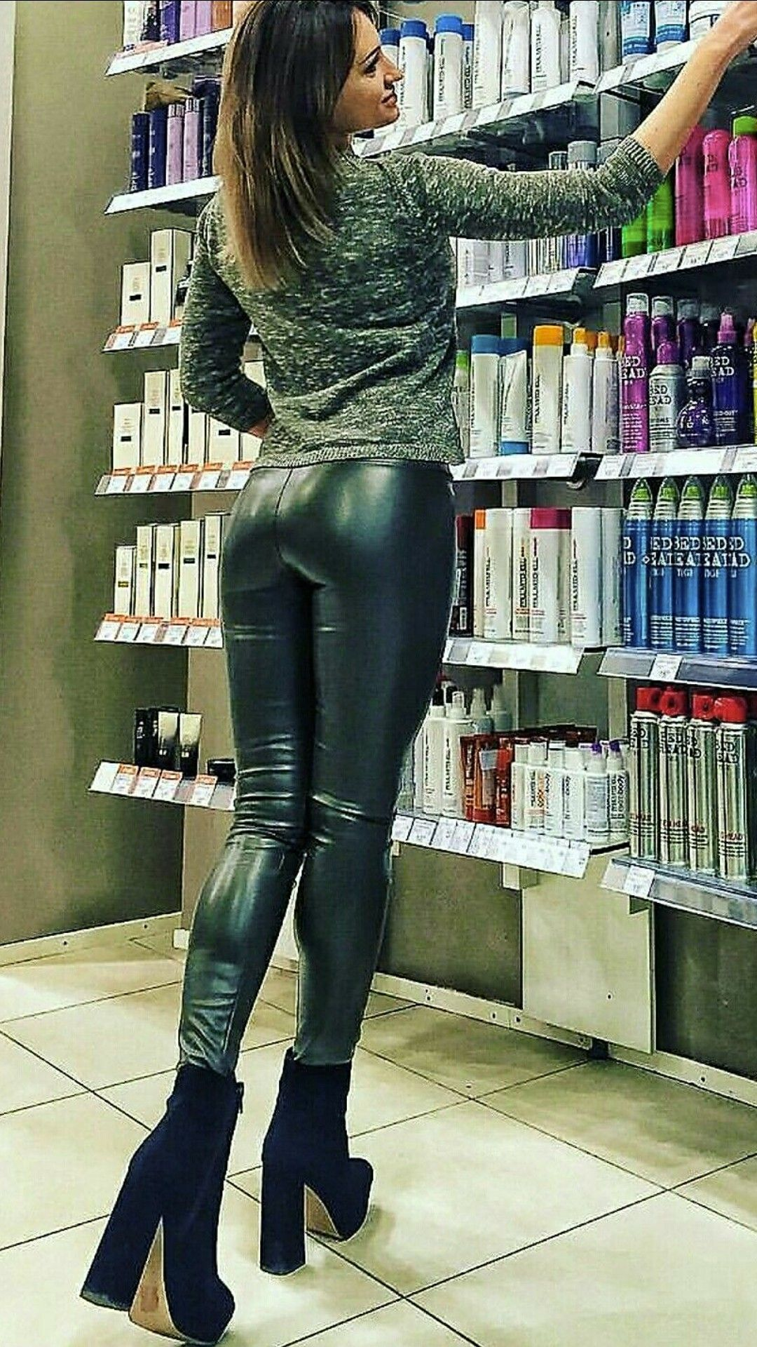 mom in latex. ♛carolyn♛ | ❇ leather, latex, fashion, fetish