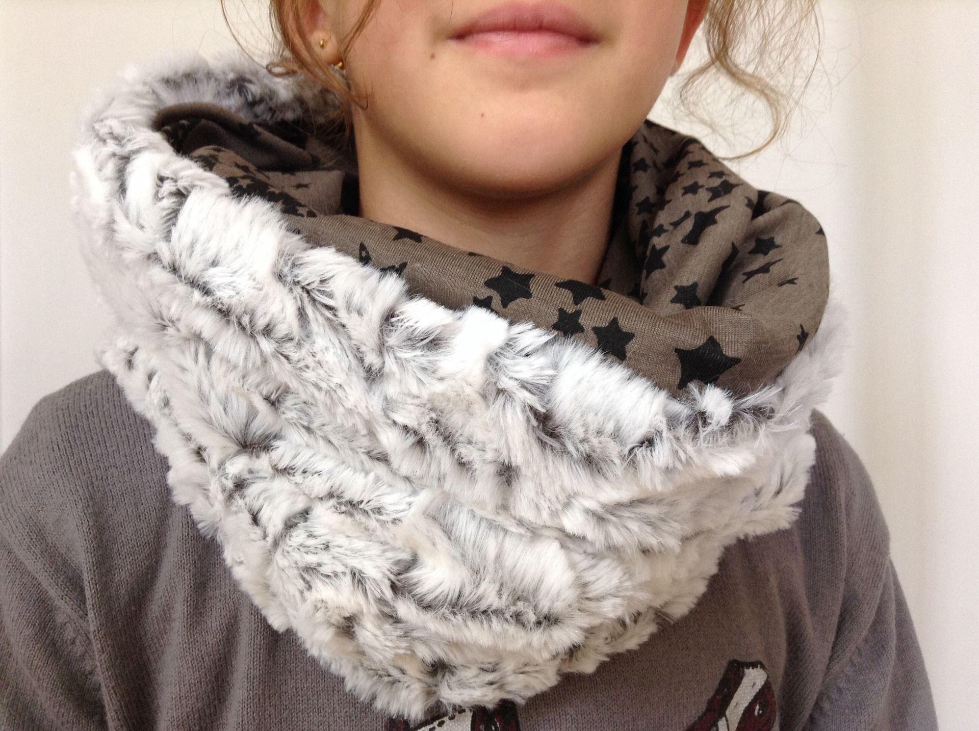 Snood écharpe tube femme fausse fourrure gris Blanc réversible jersey taupe  à étoiles noires   Echarpe, foulard, cravate par peint-d-epices 4e9c4572461