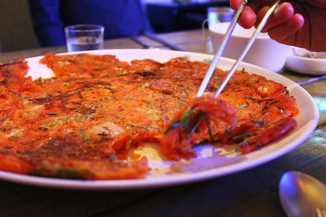 Kimchijeon (김치전), Kimchi pancake / Kimchipannukakku tai -lätty. One of my all-time favourite Korean dishes, so yummy!