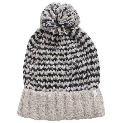 Muts in het grijs en donkerblauw van Esprit. Gemakkelijk te combineren, warm én trendy! ♥
