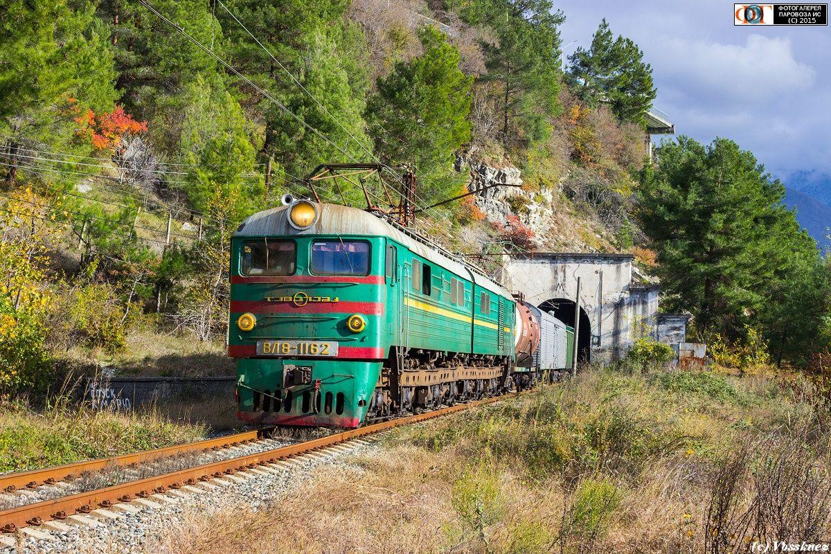 ВЛ8-1162 с грузовым поездом на перегоне Гагра - Цандрыпш ...