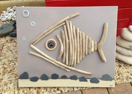 tableau poisson en bois flott ramass sur le bord de mer coll sur une toile peinte de couleur. Black Bedroom Furniture Sets. Home Design Ideas