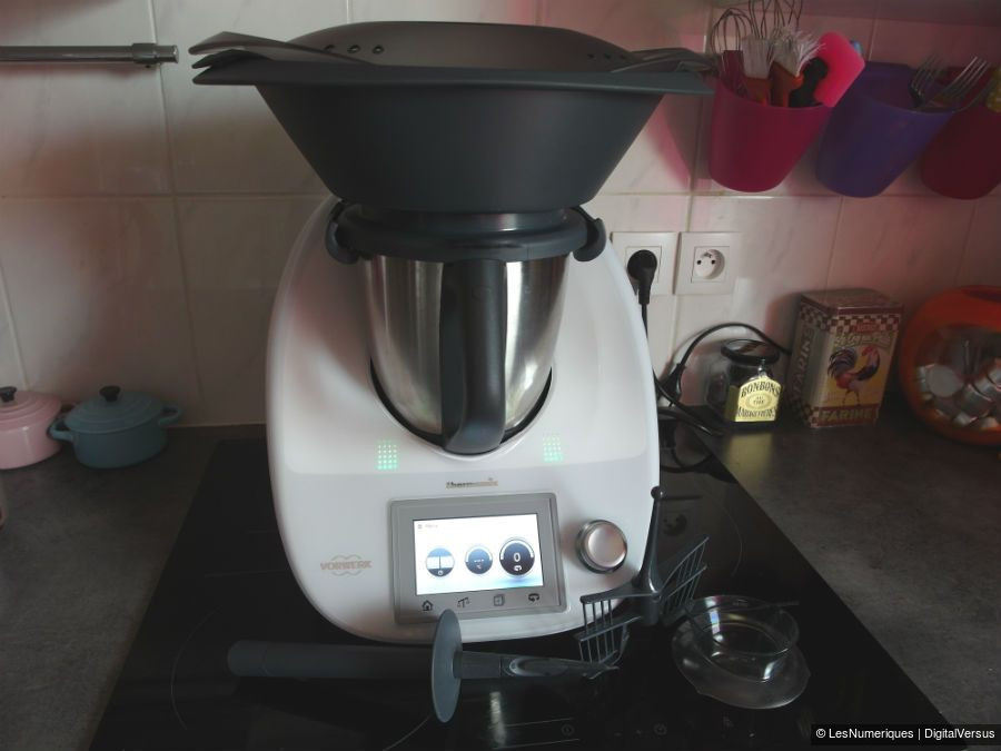 duel de robots cuiseurs multifonctions thermomix tm5 vs magimix cook expert robot and thermomix. Black Bedroom Furniture Sets. Home Design Ideas