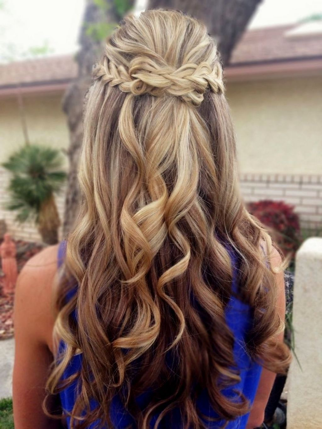 prom-hairstyles-for-medium-hair-half-up-half-down-prom-hairdos-for