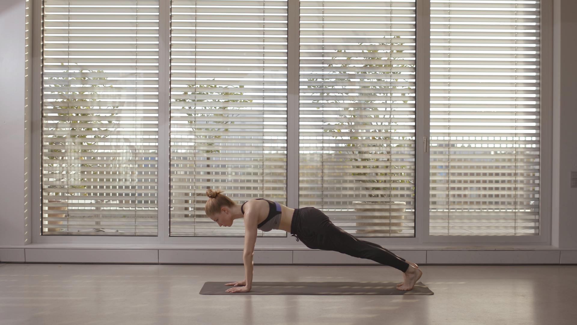 Yoga – Rücken Workout #pilatesworkoutroutine Die fünf effektivsten Übungen gegen Rückenspeck #instyl...
