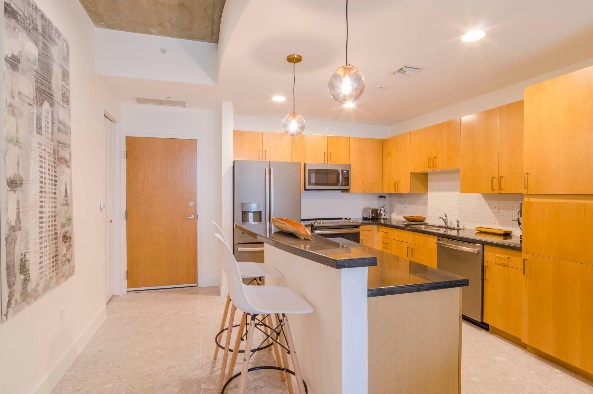 300 S Australian Avenue 210 West Palm Beach Fl Kitchen Design Light Oak Cabinets Open Kitchen