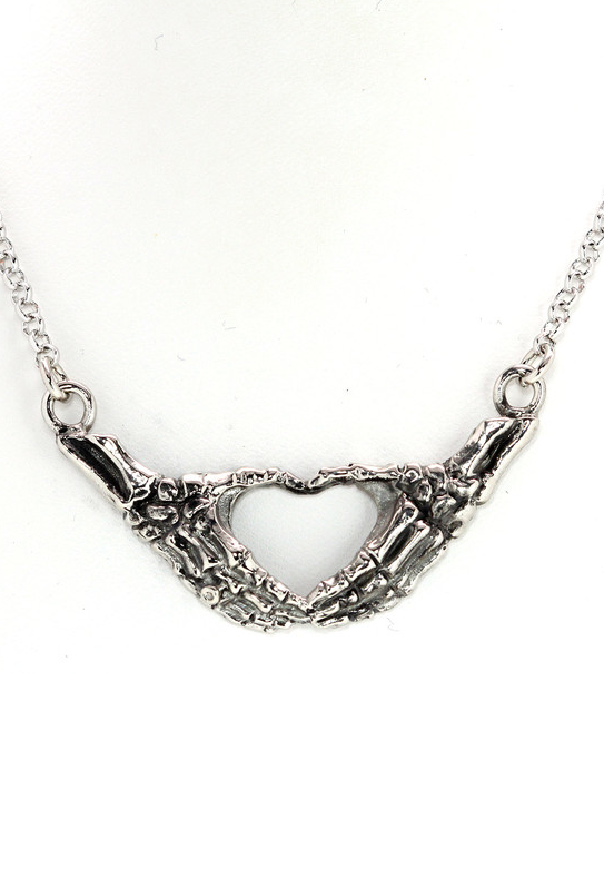 5b24ca353bd3 Skeleton heart necklace | Belleza en 2019 | Joyería gótica ...