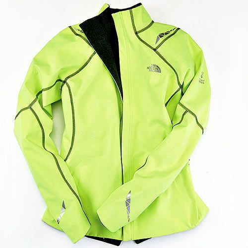 2aa1f3318914 The North Face Women s Illuminated Reversible Jacket will keep you toasty  when you re running in freezing weather.