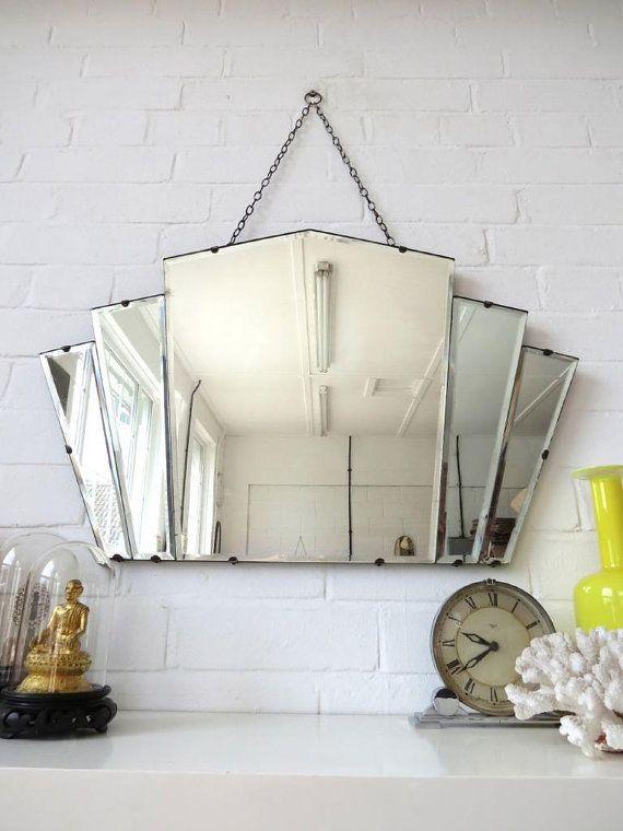Vintage Large Art Deco Bevelled Edge Wall Mirror Or By Uulipolli Avec Images Interieur Art Deco Meubles Art Deco Miroir Art Deco