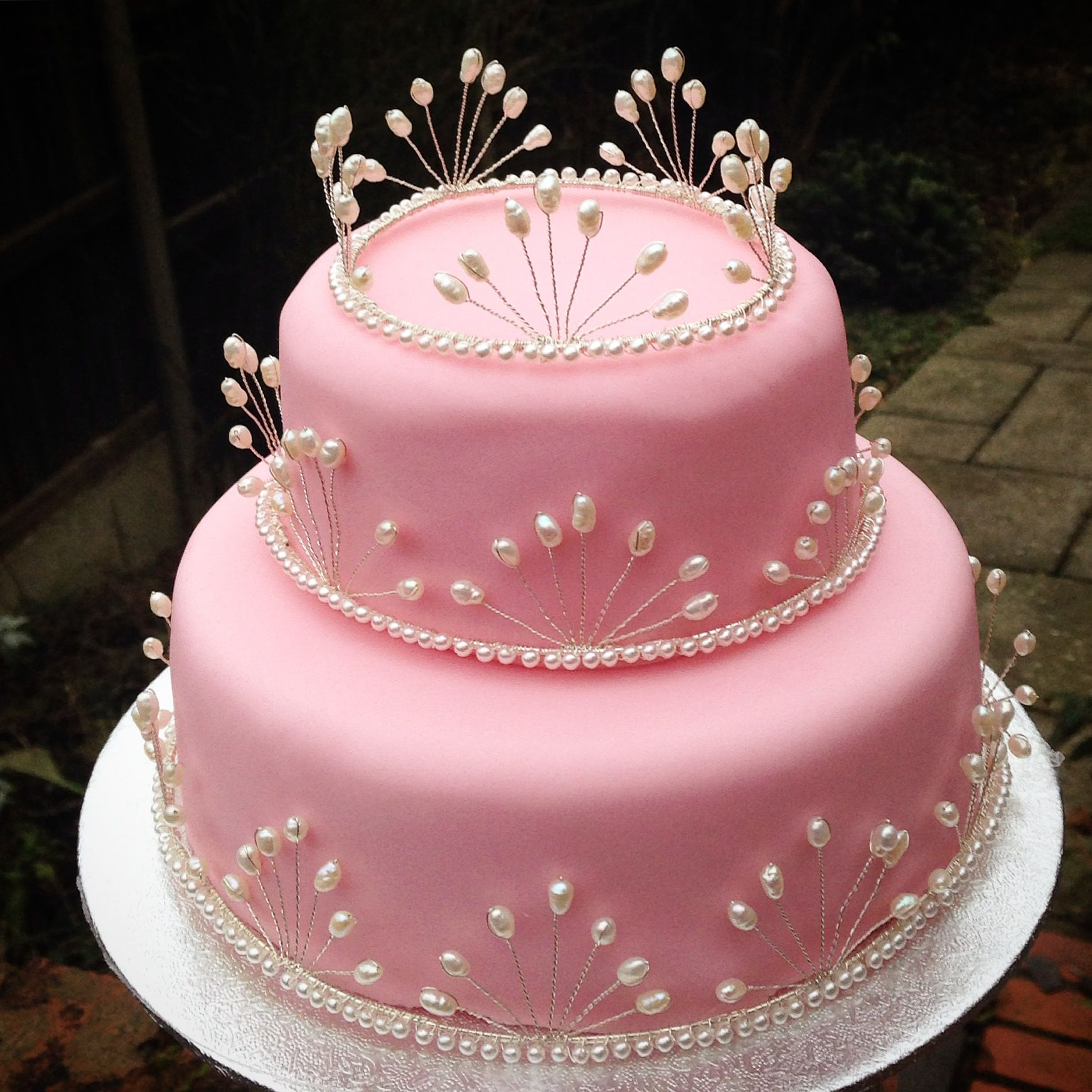 Freshwater Ivory Pearl Cake Jewellery on Pink Wedding Cake ...