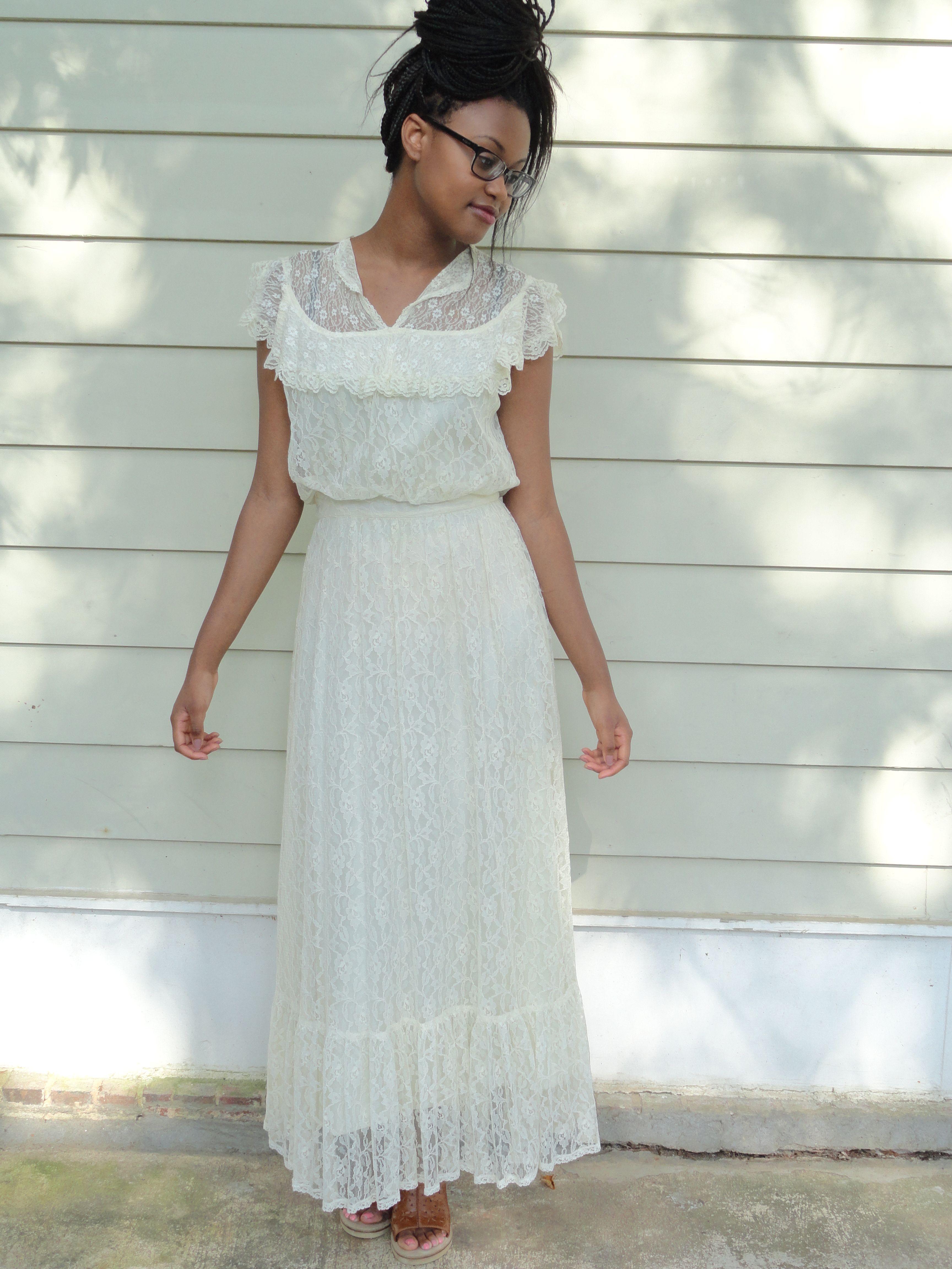Fashion For The Young Bride Flowy Free Wedding Dress Black Brides Vintage Wedding Dresses Black Bride Vintage Bride Young Bride [ 4608 x 3456 Pixel ]