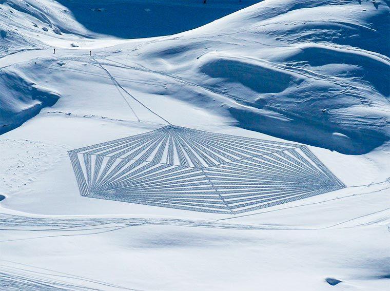 Snow Art Simon Beck Cree Des œuvres Gigantesques En Marchant