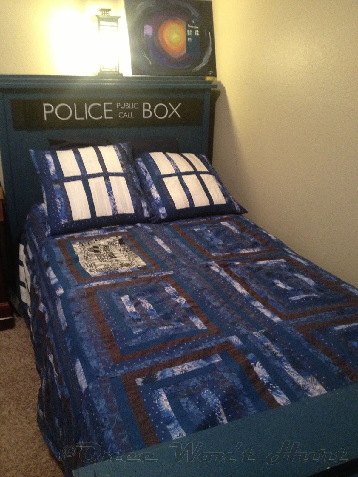 TARDIS Bed and quilt. @Kelsey Myers Myers Worstell will you make me the quilt for Whovian style lounging?