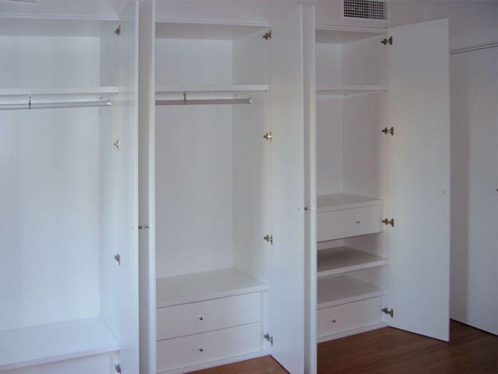 Dise o y fabricaci n de armario a medida lacado en blanco - Armarios con puertas abatibles ...