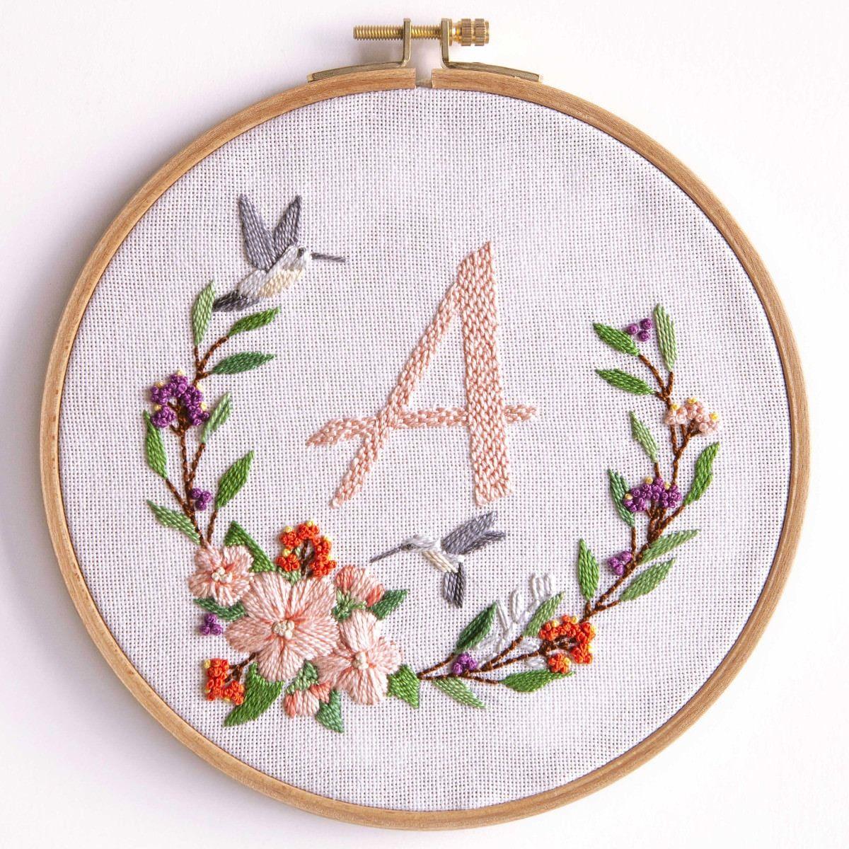 Photo of Blumenkranz mit Alphabet sticken | Stickpackung von DMC