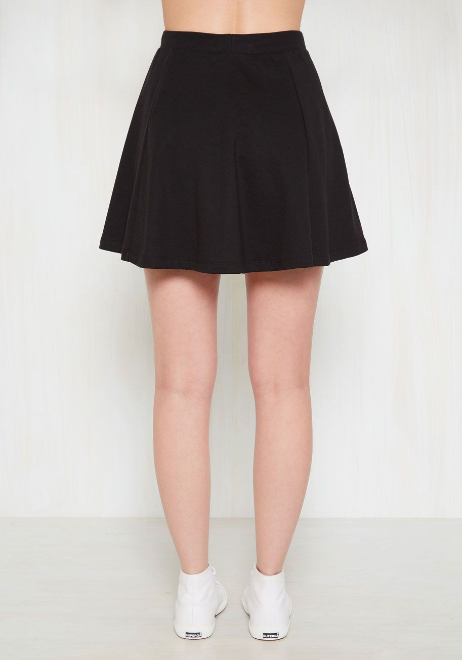 Ollie Bets Are Off Skirt in Black Mod Retro Vintage