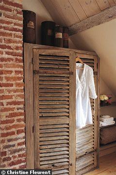 mariage r ussi entre gris subtil et esprit bois volets. Black Bedroom Furniture Sets. Home Design Ideas