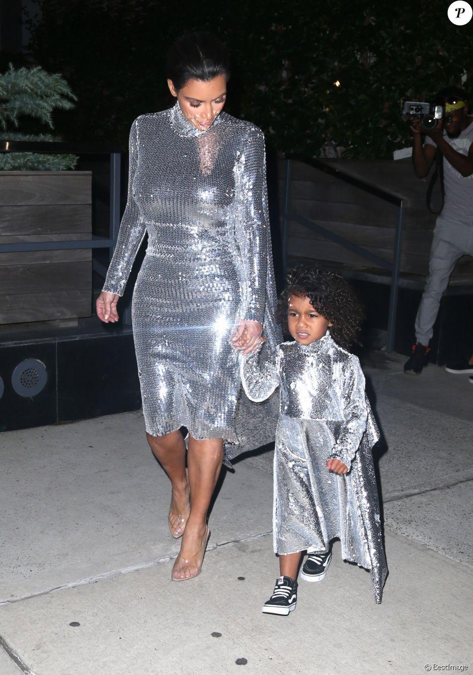 4631548a3a2cf PHOTOS - Kim Kardashian et sa fille North West à New York