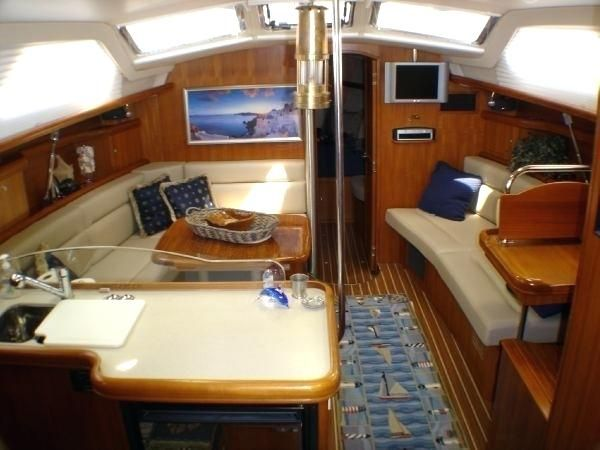 Small Boat Interiors Hunter Sailboat Interior Small Boat Interior