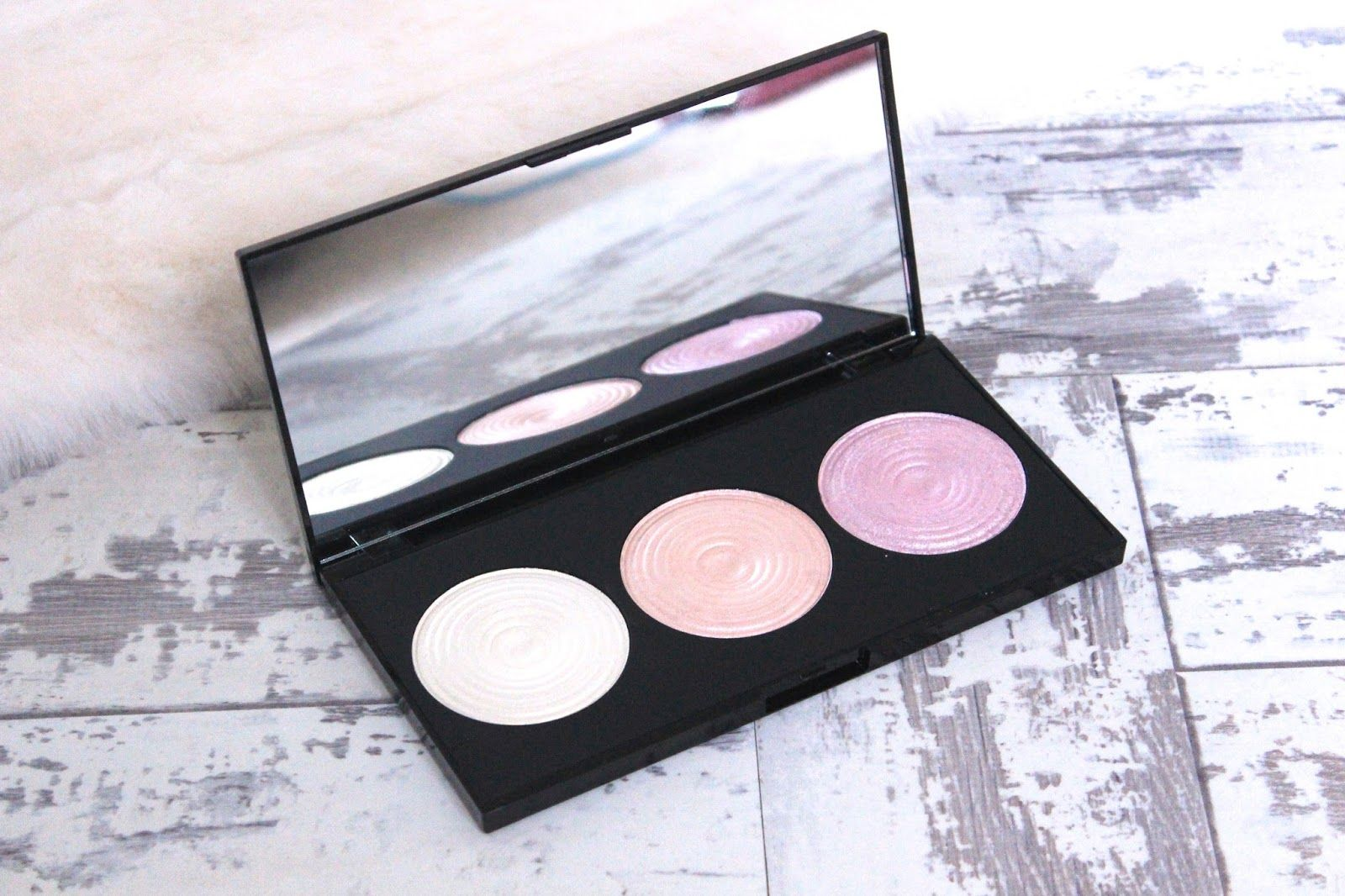 Make Up Revolution Highlighting Palette Review & Swatch