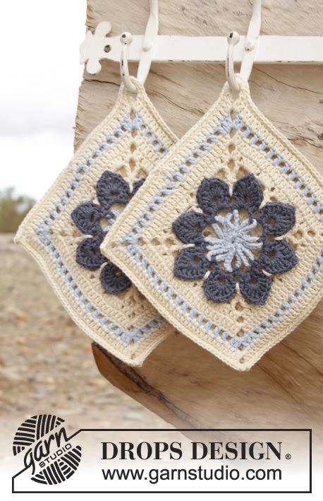 These Crochet Pot Holder With Flower Squares Will Look Great In Any