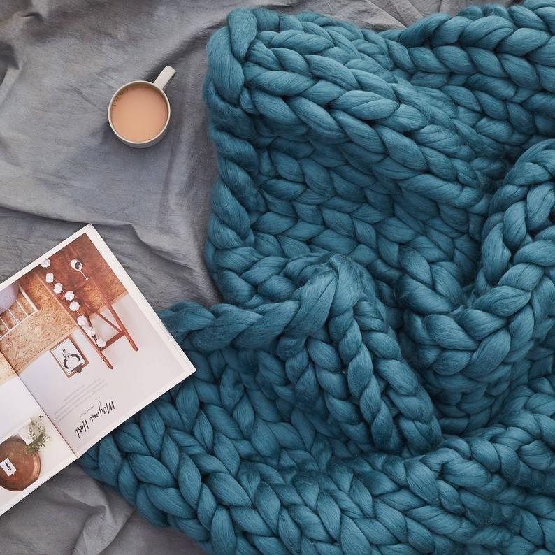Lulu Decke Stricken Kit Mit Riesigen 40mm Stricknadeln Super Etsy Hakelanleitungen Decke Kl In 2020 Blanket Knitting Kit Knitted Blankets Chunky Knit Throw Blanket