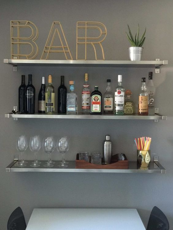 13 apartment decoration ideas you can easily copy! Get this kitchen bar idea, DIY apartment bar idea, apartment decoration on a budget, apartment kitchen, college apartment, bar idea kitchen, college decor ideas, apartment hacks *i do not own this picture. for credit or removal please message me