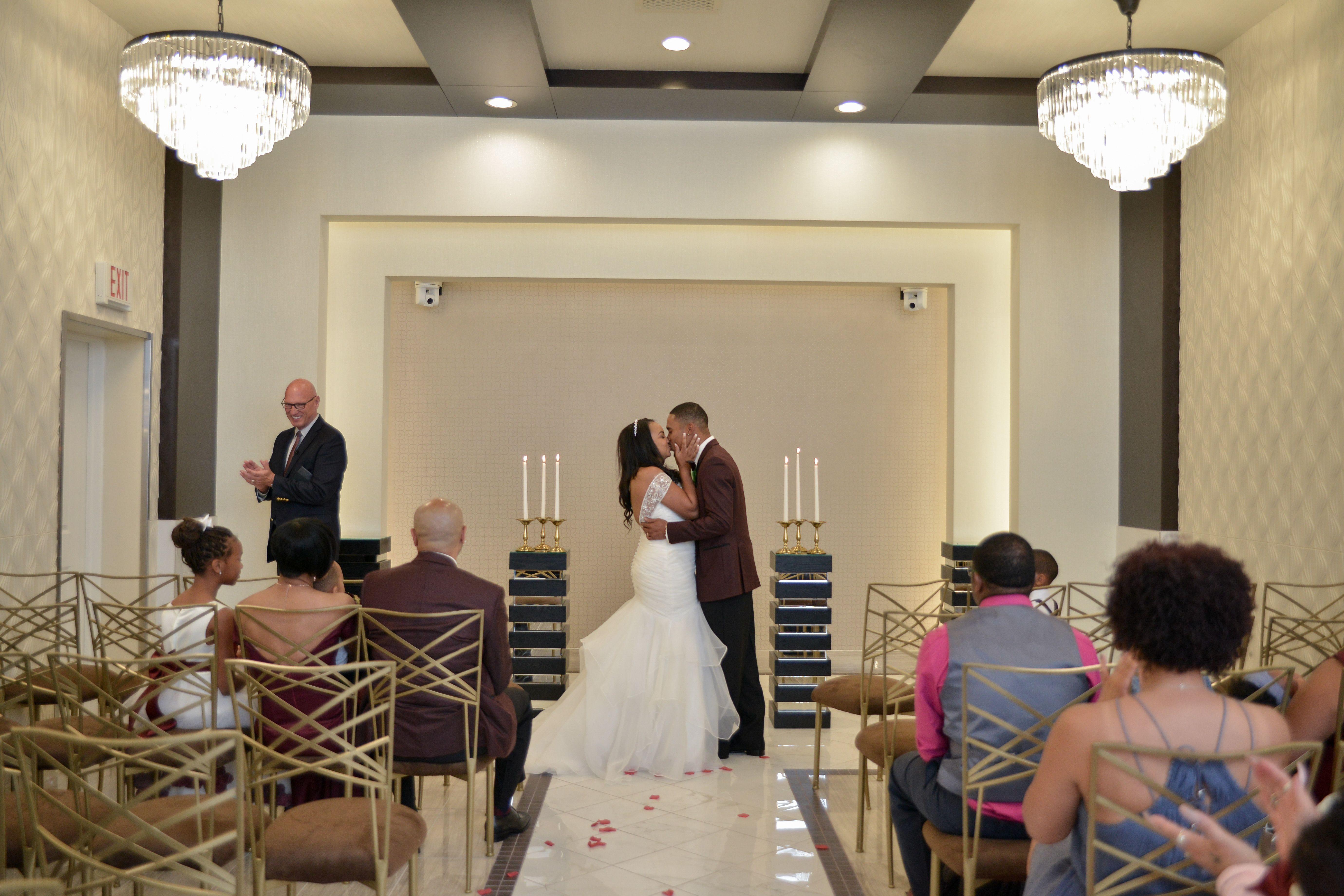 First Kiss In The Modern La Capella Wedding Chapel Chapel Of The Flowers Las Vegas Chapel Wedding Las Vegas Chapels Las Vegas Wedding Chapel