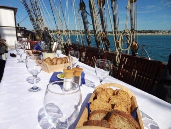 Envie d'un événement terre et mer ?  Affrétez le Marité, un magnifique bateau amarré en Normandie pour un événement jusqu'à 60 personnes ! http://www.lemarite.com/