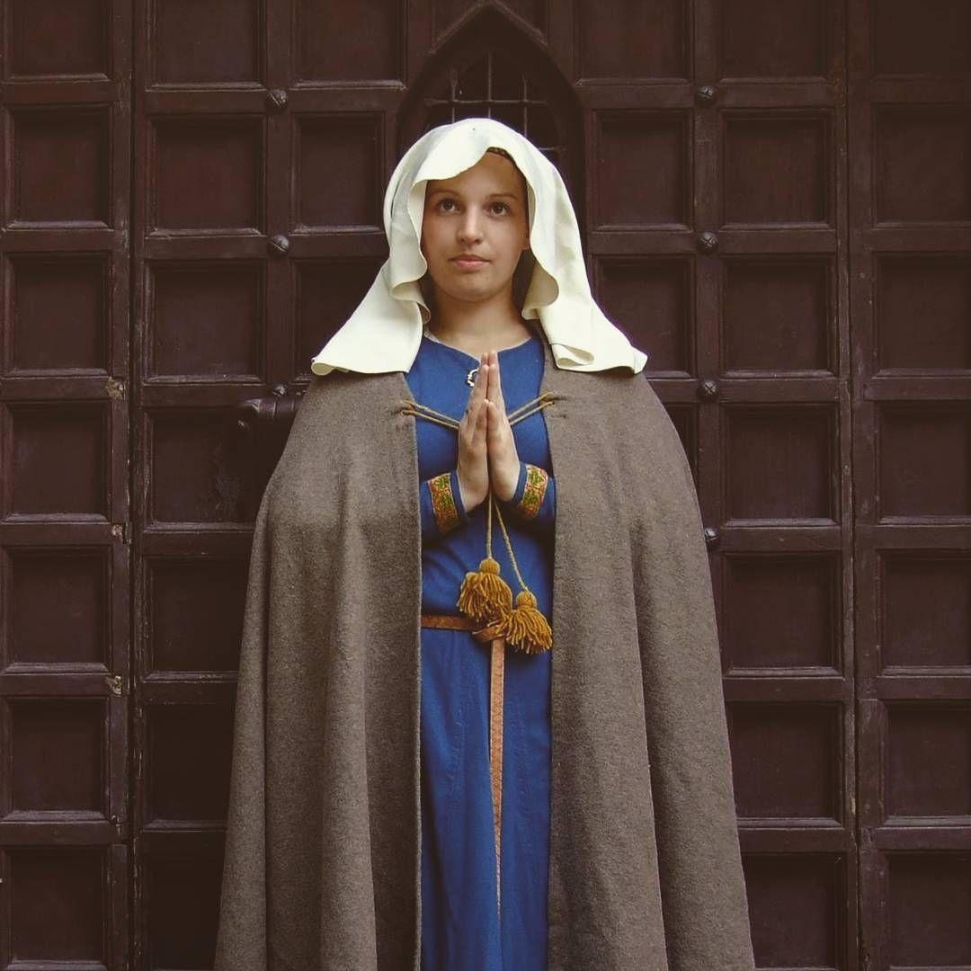 13th century cotte, veil and cloak  www.ladymalina.com